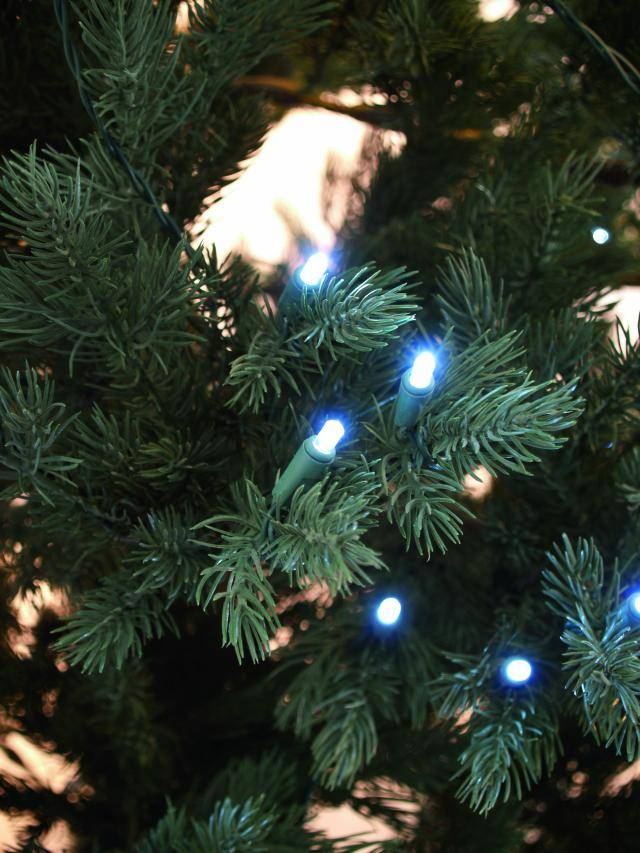vánoční stromek s integrovaným osvětlením